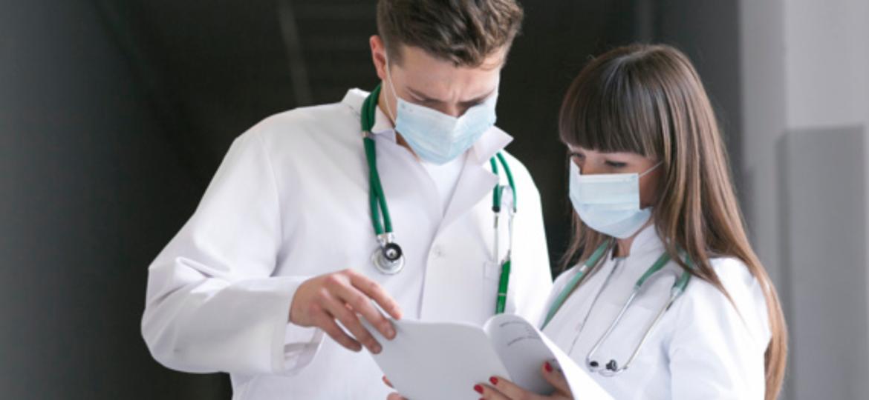medicos conversando